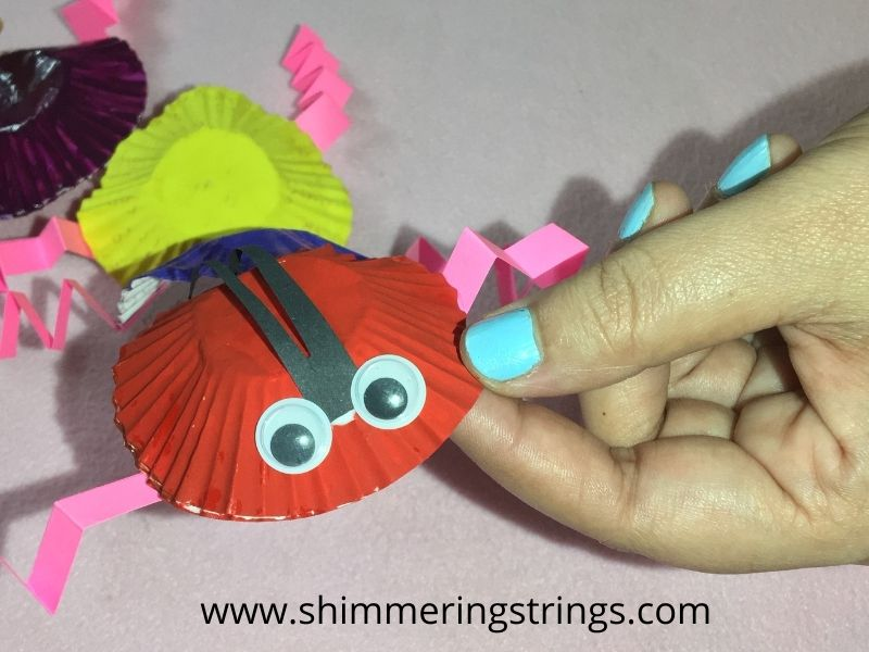 how to make a caterpillar with cup cake liners