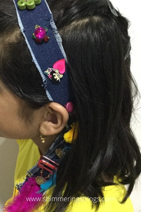 3-in-1 fashion accessory with old buttons and jeans
