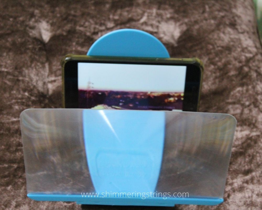low-cost educational gadget for kids mobile phone screen enlarger magnify glass